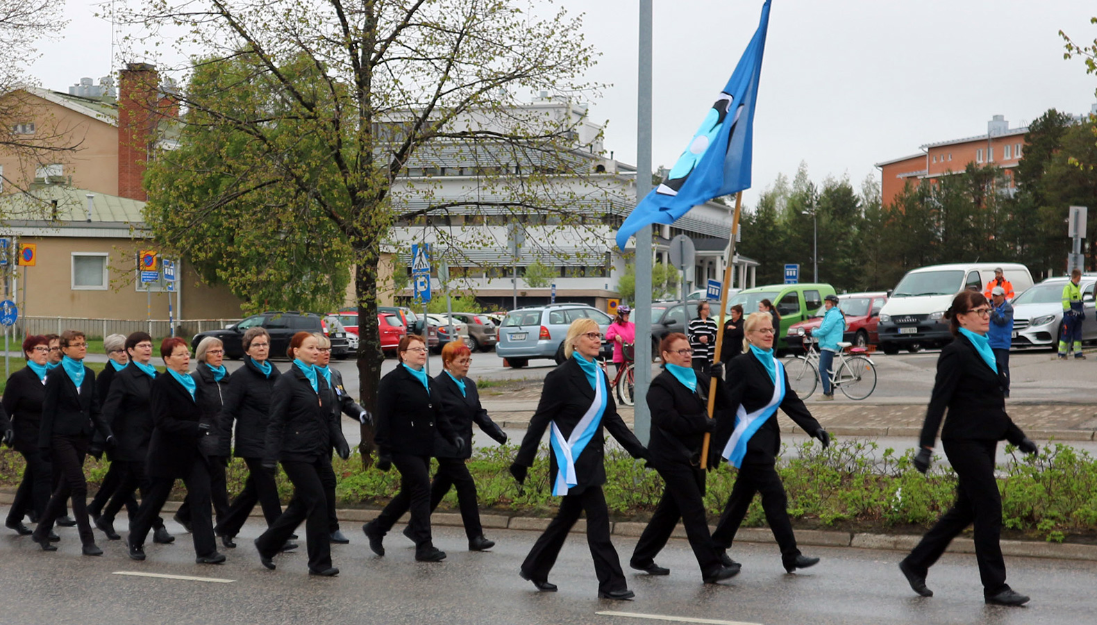 PERUTTU: Puolustusvoimien valtakunnallinen lippupäiväjuhlan paraati